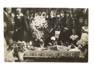 In Memoriam Postcard. Anonymous photographer.